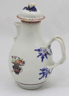 CIA DAS INDIAS Magnífica cafeteira em porcelana da Companhia das Índias