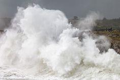 Fotografías de los temporales de mar que azotaron la costa de Asturias en carnavales de 2016, con lugares como los Bufones de Pría o San Esteban de Pravia