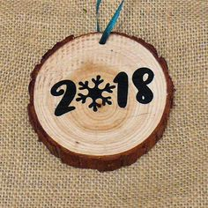 2018 Wood Slice Rustic Christmas Tree Ornament #RusticDecorForHome Happy Merry Christmas, Real Christmas Tree, Christmas Mom, Diy Christmas Ornaments, Rustic Christmas, Christmas Projects, Christmas Decorations, Wood Burning Crafts, Wood Crafts