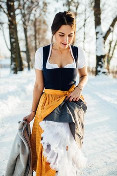 épinglé par ❃❀CM❁✿⊱OUTFIT: Dirndl - The most flattering dress. Trachten Forstenlechner x Wildschütz Oktoberfest Outfit, Drindl Dress, The Dress, Cute Dress Outfits, Cute Dresses, German Costume, Berlin Fashion, Flattering Dresses, Traditional Dresses