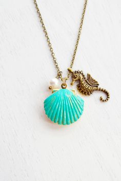 Shell Locket Necklace,Seahorse Necklace,Ocean Jewelry,Patina Verdigris Brass Gold Locket,Scallop Shell Locket Jewelry,Cluster Charm,Beach Necklace,Green Locket