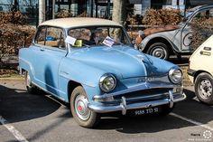 #Simca #Aronde #Grand_Large au salon de Reims. Reportage complet : http://newsdanciennes.com/2016/03/13/grand-format-les-belles-champenoises-depoque-2016/ #ClassicCar #Vintage #Car #Voiture #Ancienne