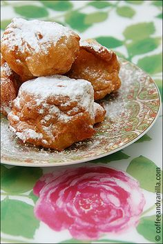 Pączki Wiedeńskie -- traditional Polish/Vienna doughnuts made out of steamed dough Polish Recipes, Polish Food, Pastry And Bakery, Dessert Recipes, Desserts, Party Cakes, Doughnuts, Coffee Cake, Love Food