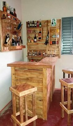 Ideas For Turning Old Wood Pallets Into Something Unique - muebles con tarimas - Pallet Bar Plans, Wood Pallet Bar, Wooden Pallet Projects, Pallet Ideas, Pallet Benches, Pallet Couch, Pallet Tables, Wood Wood, Wood Ideas