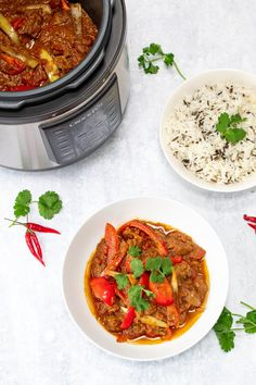 This slow cooker lamb jalfrezi recipe is a delicious spicy lamb curry that's perfect for midweek or a weekend curry night. It's made in the Crock Pot Express Multi-Cooker which is great as it has pressure cook and slow cook settings! Steak Dinner Recipes, Slow Cooker Recipes Dessert, Delicious Dinner Recipes, Pressure Cooker Recipes, Crockpot Recipes, Healthy Recipes, Spicy Recipes, Pressure Cooking, Delicious Food