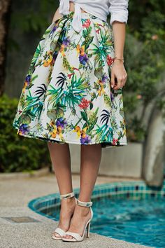 TIE BOW-TIE: TROPICAL SKIRT IN THAILAND