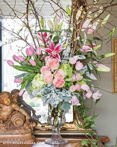 Floral designer Chris Norwood of Tipton & Hurst uses the season's freshest blooms to set the scene for a gathering of close friends | Brunch in Bloom | At Home in Arkansas | March 2017 | Roses | Tulips | Centerpiece | Floral