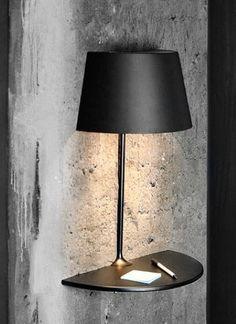 lámpara y mesita de pared muy elegante