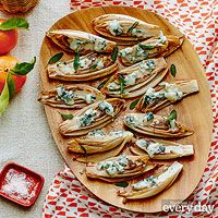 Debi Mazar's Roasted Endive with Gorgonzola & Sage Oil Finger Food Appetizers, Finger Foods, Appetizer Recipes, Thanksgiving Recipes, Holiday Recipes, Endive Recipes, Healthy Food Choices, Healthy Eats, Good Enough To Eat