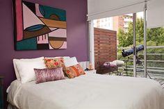 ¡Sumá color a tu dormitorio con estas ideas!  Aquí, el tono elegido para la pared junto con los colores de cuadro sirven para lograr un aire femenino en el ambiente.         Foto:Archivo LIVING