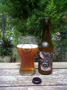 Marca: Molta Birra.  Clase: Revolution IPA.  Fabricante: Molta Birra.  Cerveza artesanal de cebada.  Estilo: Indian Pale Ale.  Procedencia: Girona (España).  Fermentación: Alta.  Grados: 6,5%.