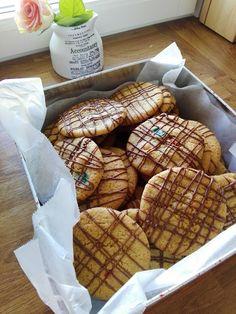 Herrasväki ja pikkuleivät: Sekoitettava suklaakakku, eli Paholaisen kakku Candies, Bread, Baking, Sweet, Food, Candy, Brot, Bakken, Essen