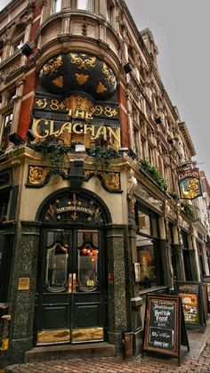 Dublin Pubs, London Pubs, Old London, London Places, British Pub, Beautiful Places To Travel, Places To See, Facade, Around The Worlds