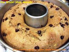 Brudel - Kue khas Manado  Perpaduan antara cake dan roti khas Manado warisan kolonial ini cukup ampuh sebagai menu sarapan.  Enak juga dicelupin dalam kopi ataupun teh, Simak yuk resepnya http://aneka-resep-masakan-online.blogspot.co.id/2014/03/resep-brudel-manado.html