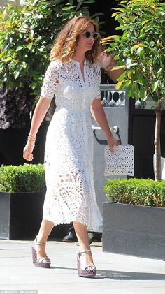 Braless Trinny Woodall Teases Bust In Plunging Shirt Dress Lace Summer Dresses, Lace Dress, Casual Dresses, Fashion Dresses, White Dress, Ankara Fashion, Short Dresses, Trinny Woodall, Beachwear Fashion