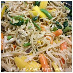 Pullantuoksuinen koti: Hyvä päivä tänään: Kana-kasvis-noodeli-wokki Chicken-veggie-nodel-wok