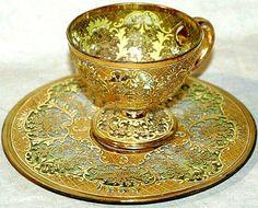 Glass and gold demitasse cup and saucer Uma joia em ouro. Tea Cup Set, My Cup Of Tea, Tea Cup Saucer, Tea Sets, Tassen Design, Glass Tea Cups, China Tea Cups, Teapots And Cups, Vintage Cups