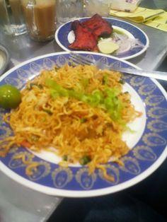 Megi Mie Goreng and Tandori Chicken #pelitanasikandar #KL