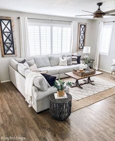 Making a boho chic living room implies making a totally unique and your customized air. As a matter of fact, the best element of this style is that you can… Boho Chic Living Room, Cozy Living Rooms, Home Living Room, Living Room Designs, Living Room Decor, Living Spaces, Bohemian Living, Living Room Fans, Living Room Inspiration
