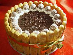 Mod de preparare Tort cu ciocolata si piscoturi: Blat: Albusurile se bat cu un praf de sare pana se intaresc. Se adauga zaharul putin cate putin si se