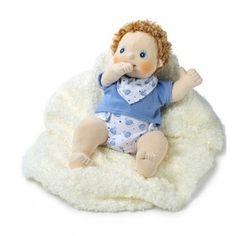 Erik is een ontzettend lieve baby. Baby Erik weegt 700 gram en is 45 cm lang. Zijn lijfje is zo realistisch mogelijk gemaakt. Dus bijv. met een navel en een plassertje. Natuurlijk kan Erik ook op zijn duim zuigen.     Deze echte Rubens Barn pop heeft een uniek karakter en een zeer sprekende uitdrukking. Leuk om mee te spelen en lekker zacht om mee te knuffelen. Rubens Barn poppen zijn de beste in hun soort en worden nog met de hand gemaakt.