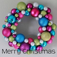 Une couronne en boules de Noël