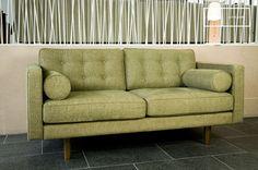 Deze groene comfortabele bank heeft een chique en rustgevende uitstraling. Ideaal voor een modern interieur met design meubels.