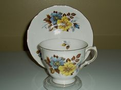 Vintage tea cup and saucer Royal Vale pattern no by DivaDecades