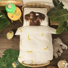 Let your little cheeky monkeys doze off to sleep in their jungle of a bedroom while they snuggle up to the comfort of the high-quality Banana Monkey Duvet Set from Snurk. A banana dominated duvet cover matched with orangutan pillowcases to help yo Linen Bedroom, Linen Bedding, Bed Linens, Duvet Sets, Duvet Cover Sets, Blanket Fort, Zara Baby, Childrens Beds, Bedding