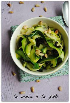 ..☆... . --------------------------------- . . salade de tagliatelles de courgettes