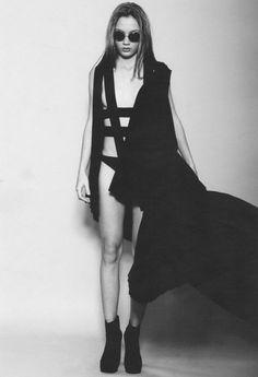 Tendance straps noires - Black straps trend : Matias Troncoso
