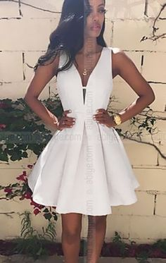 Dekolteli Blanc Elbise