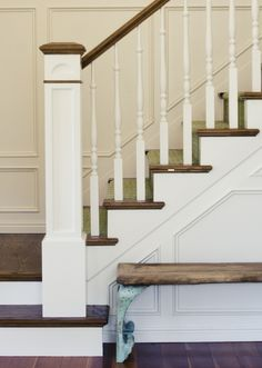 white risers, mid-tone stair treads, gorgeous spindles, wainscot on walls Wood Stair Treads, Wood Stairs, House Stairs, Farmhouse Interior, Interior And Exterior, Outside Paint Colors, Beadboard Wainscoting, Stair Well, World Decor