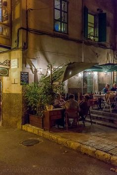 Toque de Queda - lovely little back street restaurant in Palma Beautiful Islands, Beautiful World, Beautiful Places, Menorca, Tapas Restaurant, North Miami Beach, Balearic Islands, Places To Travel, Cool Photos