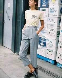 A masculine-inspired take on the vintage tee (le fashion) Grunge Outfits, Sporty Outfits, Trendy Outfits, Fashion Outfits, Modern 60s Fashion, Vintage Street Fashion, Trendy Fashion, Fashion Trends, Trendy Style