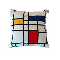 Guarda questo articolo nel mio negozio Etsy https://www.etsy.com/listing/288637685/handmade-and-handpainted-pillow-inspired