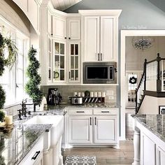 Where do I start? 💖 Isn't this kitchen just perfect for #swoonworthysaturday ? 🌟🌟🌟 Jenn @theramblingredhead not only is the owner of this gorgeous kitchen but she is one of the most down to earth momma of littles and writer of a fun parenting blog and more!  If you have yet to meet Jenn, you are in for a treat!  Not only are all her pics of her beautiful home inspiring but what she writes will put a smile on your face if not a giggle in your heart! 🤣💗🌟 My hat's off to you tonight…