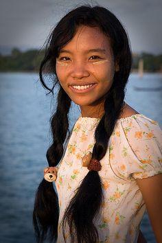 Young Burmese woman by Zalacain, via Flickr