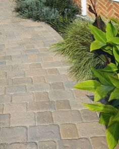 Brett Regatta 60mm Large 200x133mm, cobblestone paving is the perfect choice for those who prefer a rustic look to their block paved path or driveway. Regatta block paving bricks are available in Brindle, Autumn Gold and Silver Haze colours.
