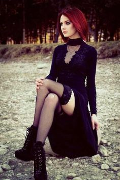 Get Noticed With These Practical Gothic Fashion Tips And Tricks. Have you always felt like you have wanted to improve the way you dress and show people you know good goth fashion? Dark Beauty, Goth Beauty, Alternative Mode, Alternative Fashion, Dark Fashion, Gothic Fashion, Style Fashion, Steampunk Fashion, Emo Fashion