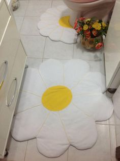 Bathroom Crafts, Bathroom Sets, Toilet Accessories, Home Accessories, Crochet Projects, Sewing Projects, Toilet Mat, Crochet Kitchen, Hand Embroidery