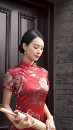 Chinese Gown, Chinese Dresses, Chinese Clothing, Asian Style Dress, Female Samurai, Anime Crafts, Chinese Fashion, Cheongsam Dress, Nice Clothes