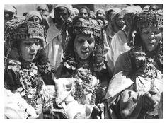 Awache singers in morocco; check out the henna in lower right (@Nic Tharpa Cartier)