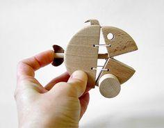 Wooden fish toy with elastic mouth mechanism - by Jan Hořovský, czech toymaker. . Břichopas about toys: Hračky z Jizerských hor