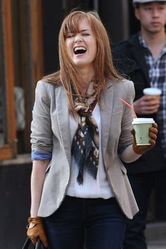 love this simple knot on Isla Fisher- super cute outfit! Isla Fisher, Cropped Knit Sweater, Mom Dress, Beautiful Redhead, Celebs, Celebrities, Hairstyles With Bangs, Playing Dress Up, Classic Looks