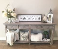 Vintage Decor Rustic Rustic Farmhouse Living Room Decor Ideas - Want to make your house more welcoming? Greet your guests in style with these beautiful entry table ideas. Decoration Shabby, Sweet Home, Diy Casa, Entry Tables, Farm House Entry Table, Wood Tables, Entry Table With Drawers, Diy Décoration, Easy Diy
