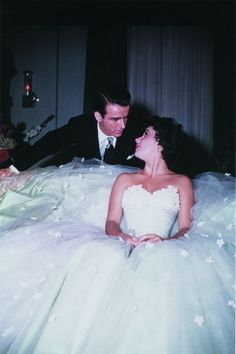 Elizabeth Taylor and Montgomery Clift, of the most beautiful people in Hollywood history. Golden Age Of Hollywood, Vintage Hollywood, Hollywood Glamour, Hollywood Stars, Classic Hollywood, Vintage Glam, Vintage Style, Elizabeth Taylor, Montgomery Clift