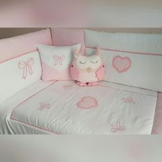 Baby bedding set for baby's rooms... IG : pudradecor www.pudradecor.com Baby Bedding Sets, Baby Pillows, Baby Sewing Tutorials, Baby Kit, Baby Room Decor, Baby Cribs, Baby Design, Cool Baby Stuff, Baby Shower Decorations