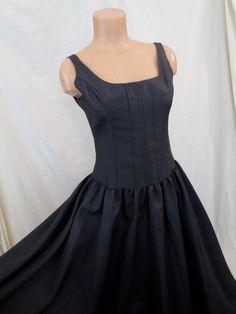 GOTH PRINCESS bombshell black dress #blackdress #semiformal #prom #gothic #princessdress #circleskirt #corset #vintagedress #fullskirt #Etsy #JohnnyBombshell