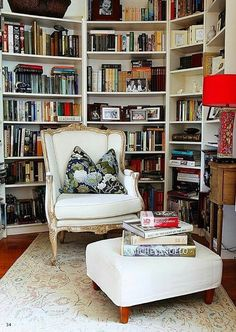 Reading room decor inspiration to make you happy 10 ⋆ Main Dekor Network Cozy Reading Rooms, Reading Room Decor, Reading Nooks, Bibliotheque Design, Home Libraries, Cozy Nook, Spare Room, Book Nooks, Room Interior